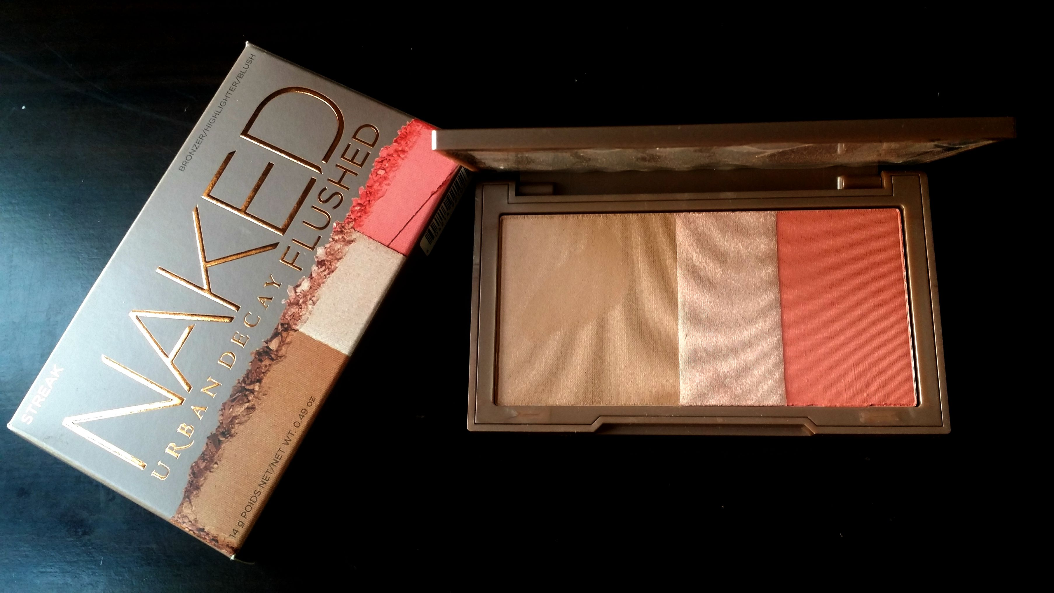 Review & Swatch – Urban Decay Naked Flushed in Streak