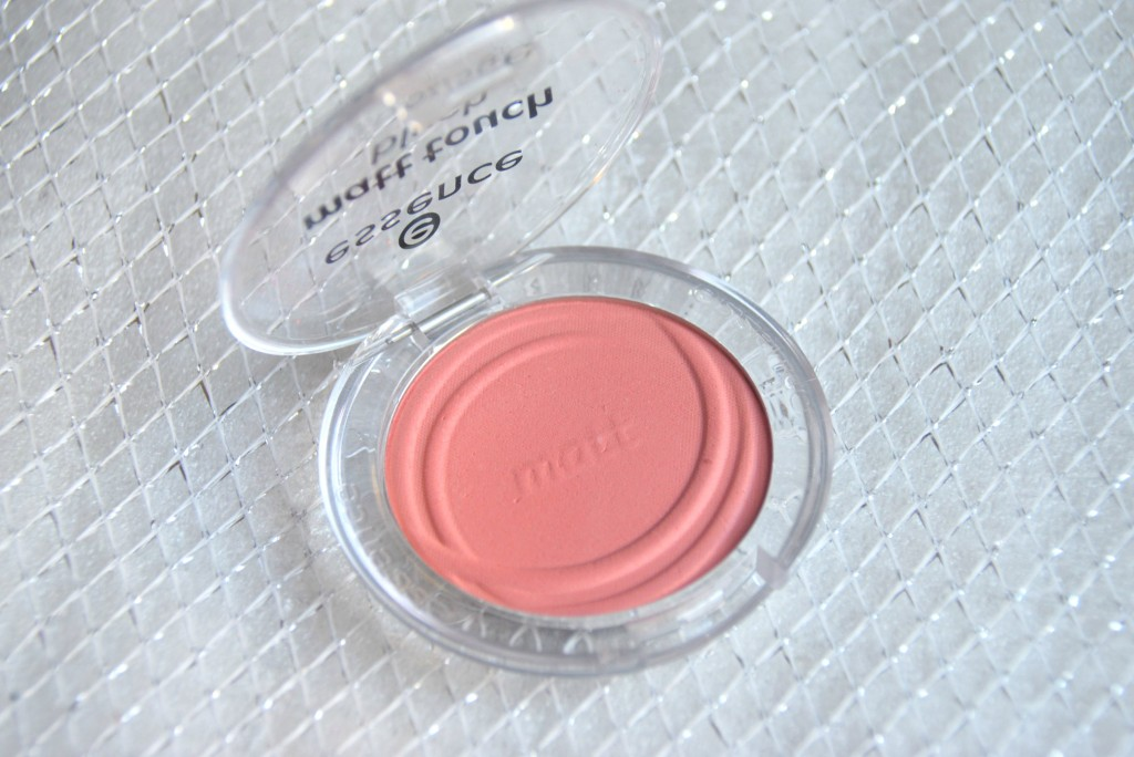 Essence Matte Touch Blush